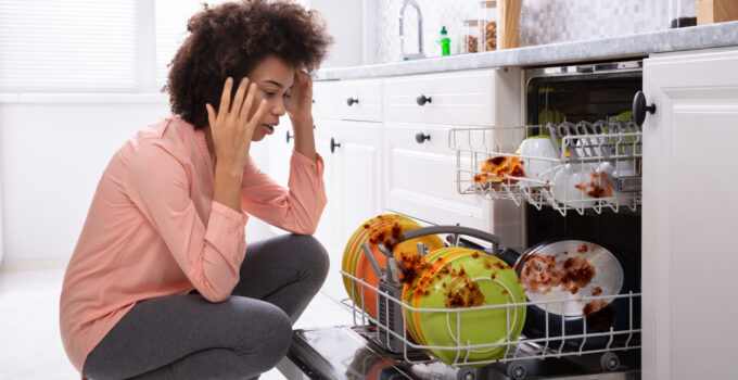 How to clean a Stinky Dishwashers